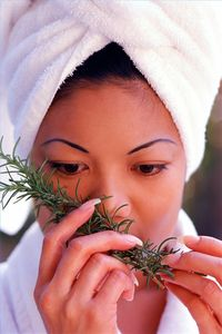 make-homemade-beauty-treatments-rosemary-800x800