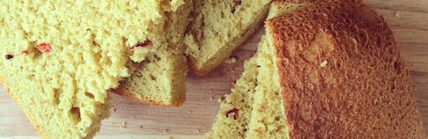 Ароматный хлеб с куркумой, кардамоном, фенхелем и барбарисом.